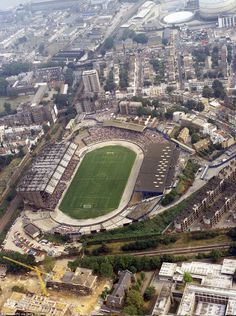 An aerial photograph shows the oval shape of Stamford Bridge in 1984. There are terraces at either end, with the travelling Sunderland fans housed on the near side, the modern East Stand and the covered West Stand on the right. Chelsea won 1-0