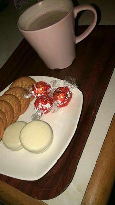 Yummy Treats, Yummy Food, Tumblr Food, Doughnut Cake, Snap Food, Midnight Snacks, Food Snapchat, Food Is Fuel, Aesthetic Food