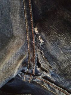 Good Photo Tutorial - repair jeans in crotch Style I enjoy Jeans ! And a lot more I want to sew my own personal Jeans. Next Jeans Sew Along I'm goi Sewing Jeans, Sewing Clothes, Diy Clothes, Diy Jeans, Sewing Hacks, Sewing Tutorials, Sewing Patterns, Sewing Tips, Techniques Couture