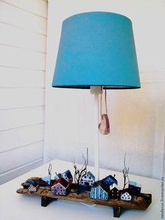 """Купить Настольная лампа """"Норвежская деревня"""" - светильник, лампа, подарок, АБАЖУР, деревянный, дуб, деревня"""