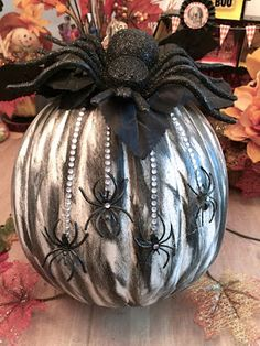 Keep Calm and Craft On: DIY Half Pumpkin Crafts - Halloween Sparkly Spider. Keep Calm and Craft On: DIY Half Pumpkin Crafts - Halloween Sparkly Spider. Outdoor Halloween, Diy Halloween Decorations, Halloween Crafts, Holidays Halloween, Pumkin Decoration, Family Halloween, Bricolage Halloween, Halloween Labels, Homemade Halloween