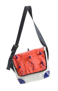 Beflügelt _ SchwimmfügelTasche | Astrid Jansen Shoulder Bag, Diy, Bags, Fashion, Repurpose, Handbags, Moda, Bricolage, Fashion Styles