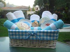 Canasta forrada en tela y toallas