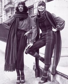 Both of these outfits are amazing. 1970s. huge scarves and knit headband hats inspired by the early 1910s #1970s #vintage