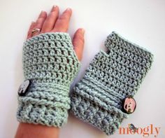 Here you will find lots of crochet patterns for fingerless gloves, wrist warmers, and fingerless mittens. Crochet some for yourself too. Crochet Hand Warmers, Crochet Mitts, Crochet Boot Cuffs, Crochet Gloves, Crochet Scarves, Free Crochet, Knit Crochet, Crochet Fingerless Gloves Free Pattern, Crochet Crafts