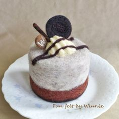 Needle felted cookies and cream cake handmade OOAK by FunFeltByWinnie on Etsy Chocolate Oreo Cake, Chocolate Sticks, Felt Cake, Cookies And Cream Cake, Food Sculpture, Big Cakes, Felt Food, Small Cake, Play Food