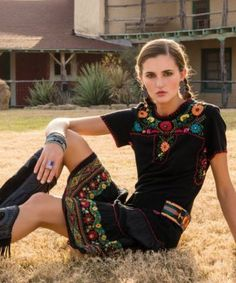 "DOUBLE D RANCH 2014 "" APARICIO "" EMBROIDERED SKIRT! BLACK OR IVORY from Cowgirl Kim"
