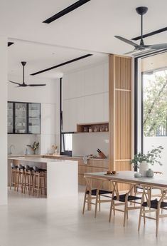 Photo 11 of 17 in An Open, Airy House in Singapore Frames Rare, Verdant Views - Dwell Modern Kitchen Design, Interior Design Kitchen, Modern Kitchens, Scandinavian Home Interiors, Scandinavian Style Bedroom, Scandinavian House, Wood Interiors, Modern Japanese Interior, Modern Contemporary