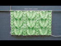 Örgü tığ işi çiçekli şal yapılışı. Tığla örülen çiçek motiflerinin birleşmesiyle ortaya çıkan örgü şal modelinin yapımı anlatımlı Türkçe videosuyla bu yazımızda. Tığ işi şal modelleri örgü ören han ... Baby Knitting Patterns, Knitting Designs, Crochet Designs, Knitting Videos, Free Knitting, Crochet Hooded Scarf, Knit Baby Booties, Knitted Flowers, Ideas