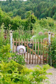 Garden gate: The gate into the green - garden gate at the vegetable garden - . - Garden gate: the gate into the green – garden gate at the vegetable garden – - Green Garden, Herb Garden, Garden Kids, Potager Garden, Big Garden, Garden Art, Garden Cottage, Garden Sofa, Balcony Garden