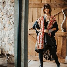 umi (@umisaltrock) • Instagram photos and videos Leather Crossbody, Leather Bag, Black Leather, Shoulder Strap, Kimono Top, Photo And Video, Videos, Photos, Bags