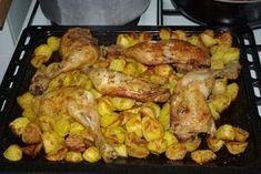 Chicken leg and its baked potatoes Nanou style … – Meat Foods Chicken Thighs In Oven, Chicken Legs, Meat Recipes, Chicken Recipes, Cooking Recipes, Healthy Recipes, Healthy Food, Good Food, Yummy Food