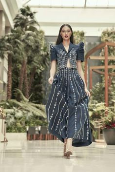 The year of the modern Filipiniana Inquirer Lifestyle Couture Mode, Couture Fashion, Modern Filipiniana Gown, Filipino Fashion, Philippine Fashion, Recycled Dress, Modern Fashion, Fashion Design, Grad Dresses