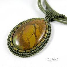 www.polandhandmade.pl #polandhandmade #beading #zyanna  wisior,delikatny,intrygujący - Wisiory - Biżuteria