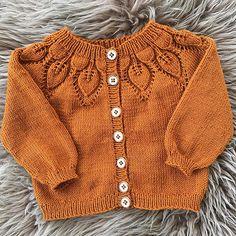 Ravelry: Lille Dahlia Trøje pattern by Lene Holme Samsøe Baby Cardigan Knitting Pattern, Jumper Patterns, Knitted Baby Cardigan, Knit Baby Sweaters, Knitted Baby Clothes, Baby Knitting Patterns, Crochet Baby, Knit Crochet, Cardigan Bebe