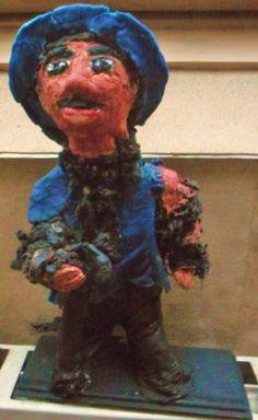 Statuette personnage argile,pièce originale. Cadeaux très décoratif et chaque pièce étant réalisée à la main.Pièce unique : Sculptures, gravures, statues par ninita-nikolina