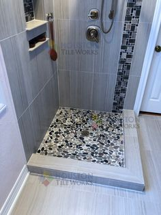 We use real river rocks for the shower floor #riverrocks #showerfloor #showerfloorideas #ideasshower #showerideas #pebblerock #oneoneinstallation #craffman  #mastershower #home #construction #renovations #remodeling #cheaptile #bañera #tilecontractor #texas