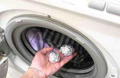 A veces el lavado de la ropa tiende a ser muy aburrido e incluso hostigante.    Sin embargo, con el truco que veras a continuación el lavado se hace mas simple y obtendrás piezas que se verán como nueva.  Acompáñanos¡¡¡  En el siguiente vídeo te mostramos un truco que te servirá para obtener