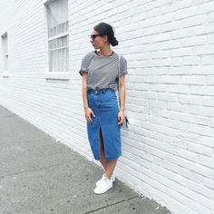 Skirt,, Rock Denim ootd lang Ideen What Women Want: Comfort Beneath Their Clothes What do Long Denim Skirt Outfit, Denim Skirt Outfits, Denim Outfit, Classy Outfits, Casual Outfits, Cute Outfits, Denim Ootd, Skirt And Sneakers, Jeans Rock