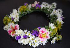 DIY Midsummer Flower Crown so cute Flower Crown Tutorial, Diy Flower Crown, Diy Crown, Crown Crafts, Summer Flowers, Diy Flowers, Fake Flowers, Wedding Flowers, Flores Diy