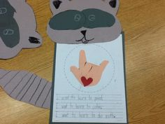Handprint and Footprint Arts & Crafts: Back to School with The Kissing Hand {Round-up}