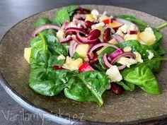 Skvělý salát plný živin, chutí i barev. Výborné ingredience vyladí a propojí domácí sladko-kyselá zálivka... Cobb Salad, Spinach, Meat, Chicken, Vegetables, Food, Essen, Vegetable Recipes, Meals