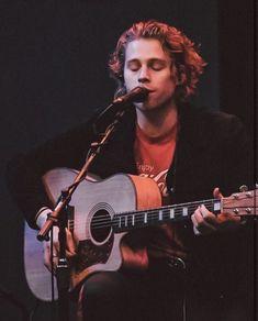 Luke Hemings, Second Of Summer, 5sos, Celebrity Crush, Crushes, Music Instruments, Guitar, Celebrities, 5 Seconds