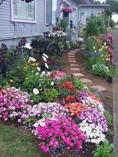 50 Beautiful Flower Garden Design Ideas – Home/Decor/Diy/Design - garden, yard, and patio - Plantio Beautiful Flowers Garden, Love Garden, Dream Garden, Farm Gardens, Small Gardens, Amazing Gardens, Beautiful Gardens, House Beautiful, Small Yard Landscaping