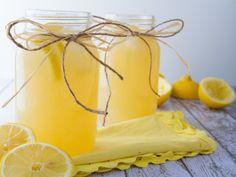 Healthy Lemonade from Healthful Pursuit by Leanne Vogel… Honey Lemonade, Healthy Lemonade, Homemade Lemonade, Refreshing Drinks, Yummy Drinks, Healthy Drinks, Fun Drinks, Healthy Eats, Healthy Recipes