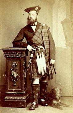 Vintage Highland gentleman kilts - Sporran style. Scottish kilt photographs