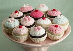 knitted cupcake pattern by Julie Williams