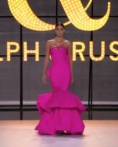 Pink silk taffeta sweetheart mermaid evening dress / evening gown, featuring voluminous tiered ruffles at the hem and structured fan back detailing. Spring Summer 2019 Couture Collection by Ralph & Russo Runway Fashion Looks, Fashion Show, Evening Attire, Evening Dresses, Taffeta Dress, Silk Taffeta, Elegant Dresses, Beautiful Dresses, Rachel Zoe