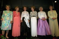 But the crown for most-gathered actually belongs to First Ladies. Here's a 1994 photograph of First Lady Hillary Clinton (far right) along with (from left) Lady Bird Johnson, Betty Ford, Rosalynn Carter, Nancy Reagan, and Barbara Bush. Presidents Wives, American Presidents, American History, American First Ladies, African American Women, American Girl, Native American, First Lady Of Usa, Edith Roosevelt