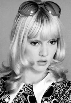 Vartan Sylvie, French Pop, 60s Hair, Doe Eyes, Swinging London, Francoise Hardy, Female Singers, Hair Inspo, Style Icons