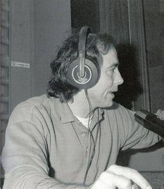 """Serrat en la gravació del programa """"La radio con botas"""". Gracias a mi buen amigo Paco (Francisco del amor libre)."""
