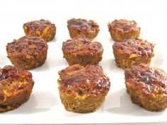 Skinny Meatloaf Muffins with Barbecue Sauce...These meatloaf muffins are yummy, yummy, yummy! The skinny for each muffin, 115 calories, 2 grams of fat and 4 Weight Watchers POINTS PLUS. So low in calories and fat you can easily enjoy 2 of them!