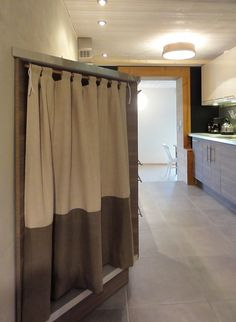 Angle curtain