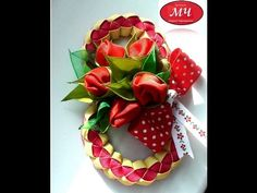МК магнит на восьмое марта DIY Magnet with flowers of the tapes - YouTube Diy Magnet, 8 Martie, Strawberry, Gift Wrapping, Fruit, Gifts, Tub, Baskets, Hair Bows
