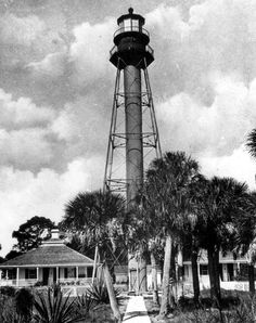 Aww, loved taking the boat out and headed over for a day trip. Watch out for sand spurs! Anclote lighthouse in Tarpon Springs. Vintage Florida, Old Florida, Antique Photos, Old Photos, Places In Florida, Tarpon Springs, Lighthouse Keeper, Ocean Shores, Water Tower