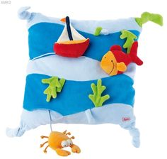 Soft creative cushion with squeaker and other different options for feeling and exploring. Applique Cushions, Sewing Pillows, Activity Cube, Felt Books, Quiet Books, Felt Pillow, Baby Presents, Diy Gifts For Kids, Pillow Fight