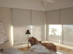 Sistema doble de cortinas Roller : Sun screen y Black out Living Room Blinds, Window Treatments Living Room, House Blinds, Vertical Window Blinds, Blinds For Windows, Curtains With Blinds, Roll Blinds, Roller Cortinas, Cortinas Screen