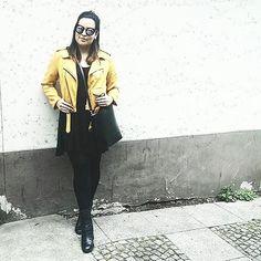 #ABOUTKISURA // Time for bright colours - We love the look of our content manager Carla! Hole Dir Dein individuelles Outfit Deines persönlichen Stylisten auf on.kisura.de/21jkB0t !