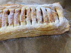 Rýchly krehučký závin so skvelou orechovo-piškótovou plnkou, spestrenou sviežou chuťou domáceho malinového džemu. Táto plnka je u nás ve... Bacon Roll, Food And Drink, Pie, Cakes, Hampers, Torte, Cake, Cake Makers, Fruit Cakes