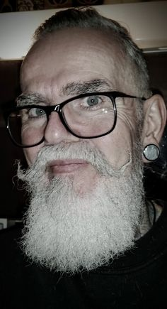 Visit Ratemybeard.se and check out @pattattoo - http://ratemybeard.se/pattattoo/ - support #heartbeard - Don't forget to vote, comment and please share this with your friends.