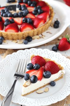 Bake Berry Almond Tart Berry Almond Tart recipe - a no bake dessert that's perfect for summer!Berry Almond Tart recipe - a no bake dessert that's perfect for summer! No Bake Desserts, Just Desserts, Delicious Desserts, Yummy Food, Quiches, Tart Recipes, Sweet Recipes, Cooking Recipes, Almond Tart Recipe