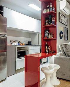 Uma forma simpática funcional elegante e vermelha (cor da paixão) para integrar sala e cozinha. E de quebra o bar. @olhardemahel #designdeinteriores #decordodia #olhardemahel #decor #adorodecor #decorlgdomachado #decoração #decoradores #ficaadica #arquiteturadeinteriores #arquiteto #pdecoração #fpolhares #instadecor #vermelho #cozinha #kitchen #room #sala #pequenosespaços http://ift.tt/1UK10nG