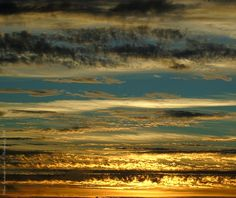 Photography: Sky, Photo credits: Helena Simões da Costa © Photography 2016. Outros trabalhos fotográficos meus: http://helenasimoesdacosta.wixsite.com/helencostafotografia , e o meu novo blog onde publico poemas, fotografias e outros textos da minha autoria: http://helenasimoesdacosta.wixsite.com/helencostafotografia/blog. #sky #clouds