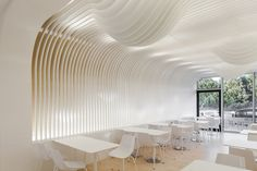 Bakery in Porto by Paulo Merlini.This bakery in Porto by Portuguese architect Paulo Merlini has a wavy ceiling that's designed to look like a dripping cake topping ( Cafe Restaurant, Restaurant Design, Home Interior, Interior Architecture, Habitat Collectif, Design Furniture, Cafe Design, Bakery Design, Ceiling Design