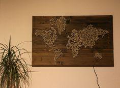 String-Art+Weltkarte+mit+Licht+-+Fadenbild+-++von+Eingewickelt+auf+DaWanda.com