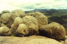 Photo of Girraween rock formations courtesy of Wikipedia (Cas Liber)